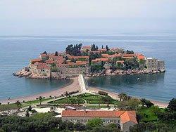 Гостиничный комплекс на острове Свети-Стефан в Черногории